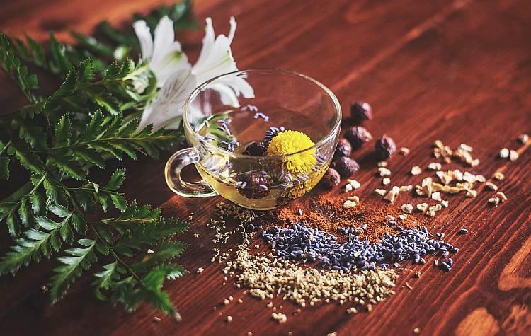 Co się kryje w herbacianym suszu?