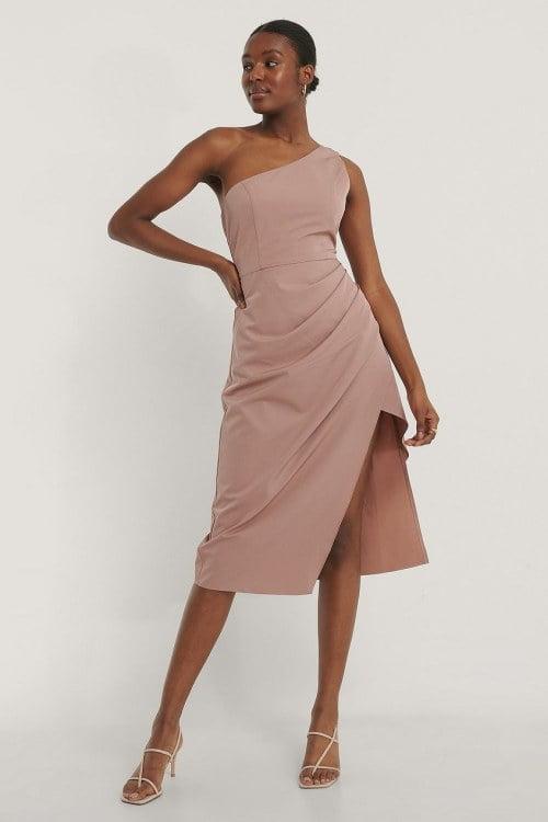 Sukienki na wesele – dodaj im odrobiny blasku, ale pamiętaj o zasadach!