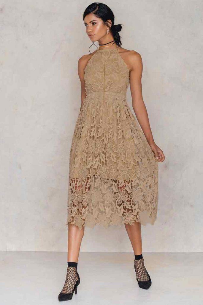 Sukienka koronkowa: na co zwrócić uwagę?